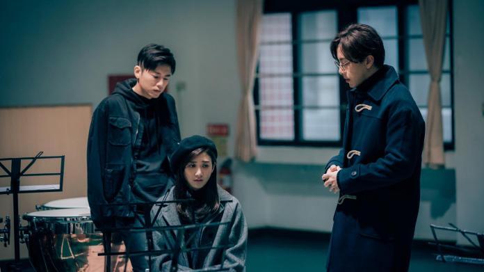 ▲林逸欣(中)演出李國毅(左)、坤達大學學姊。(圖/歐銻銻娛樂提供,2018.05.01)