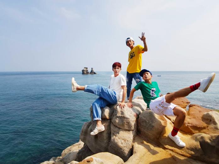 ▲炎亞綸(左)找浩角翔起拍MV。(圖/TVBS提供 , 2018.5.2)
