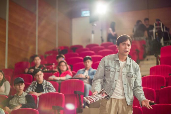 ▲張孝全(右)在《東方華爾街》橫跨20年的學生造型曝光。(圖/衛視電影台,2018.05.09)