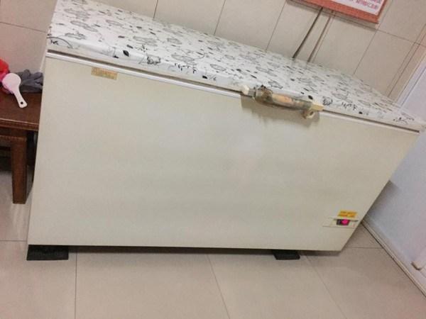 ▲一名女網友嫁去澎湖後,發現澎湖人家中都會有一個冷凍櫃。(圖/翻攝自爆廢公社)