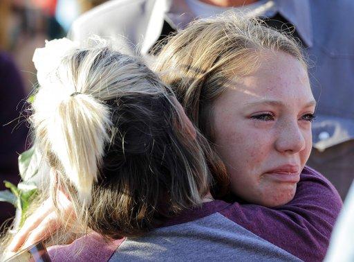 美17歲槍手瘋狂掃射丟炸彈 校園屠殺釀10死10傷
