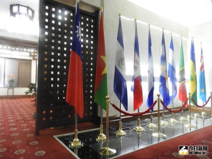 ▲左二為布吉納法索位於外交部的國旗。(圖/林仕祥攝 , 2018.5.24)