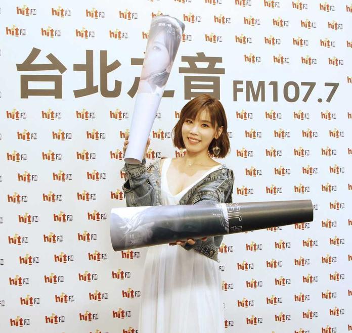 李佳薇唱〈<b>煎熬</b>〉爆紅 竟被廠商要求不准唱