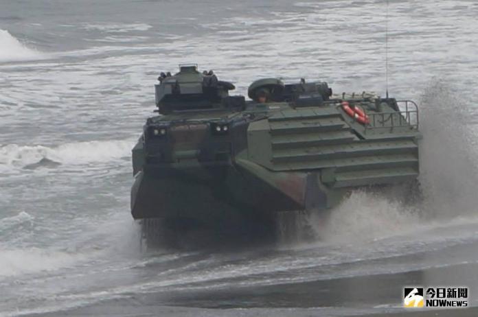 ▲陸戰隊AAV7兩棲突擊車。(圖/記者呂炯昌攝)