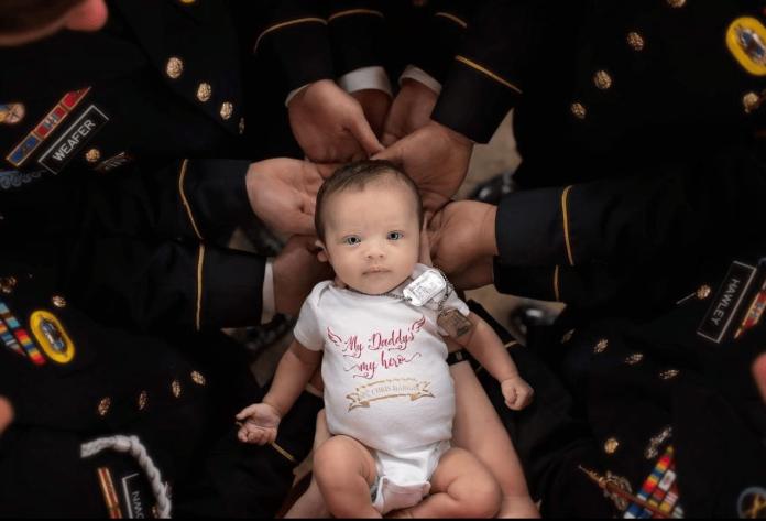 ▲來不及的父愛!美兵出任務殉職,戰友「手捧女兒」惹淚崩。(圖/翻攝自 IG )