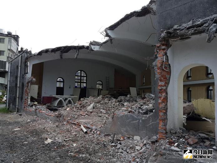 ▲被列為「歷史建築」的礁溪天主堂,一夕之間被拆成斷垣殘壁。(圖/記者李清貴攝 , 2018.06.06\\)