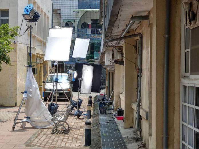 ▲愈來愈多的影視劇組前來基隆取景,有懷舊風味的基隆市立醫院是最熱門的拍攝地點。(圖/基隆市政府提供)