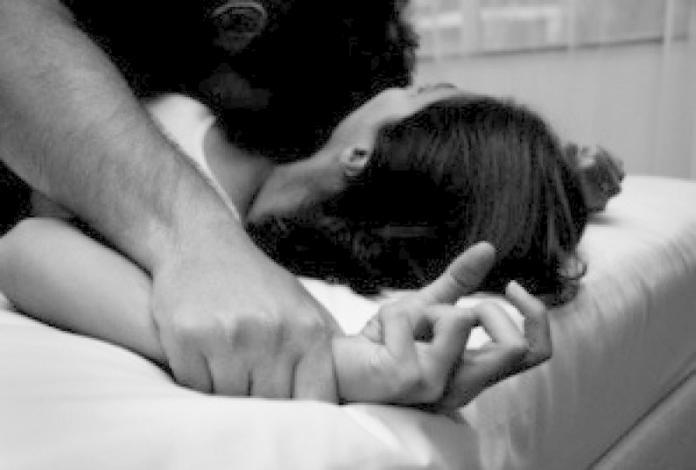 ▲情侶開房「嘿咻」遭偷拍,無碼性愛影片網上瘋傳 1 個月。(圖/NOWnews資料照)