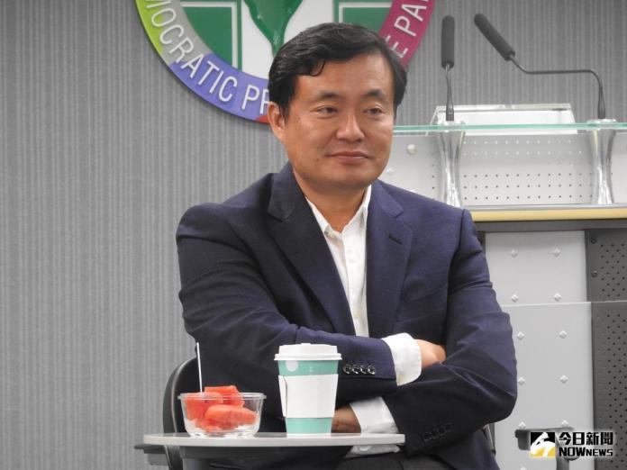 ▲民進黨祕書長洪耀福表示,假新聞的處理,應該要有全面性的處理方式,他反對用關三天這麼簡單的方式,去解決這麼複雜問題。(圖/林仕祥攝 , 2018.6.14)