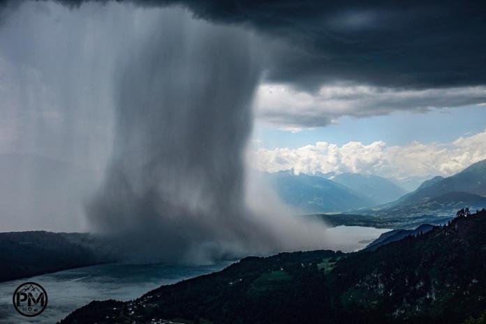 ▲國外男網友 Peter Maier 利用縮時技術拍下「雨瀑移動」畫面,壯觀景象驚呆網友。(圖/翻攝自Peter Maier臉書)