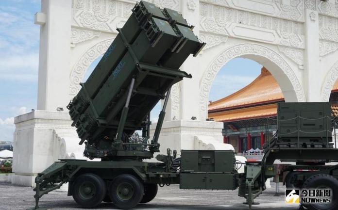 ▲106年高中職儀隊競賽,國防部在中正紀念堂展出愛國者三型飛彈發射車。(圖/呂炯昌攝影\\)