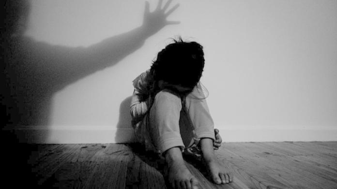 ▲詹姓少年謊稱自己是「環保局實習生」,欺騙少女性侵得逞。(示意圖/NOWnews資料照)