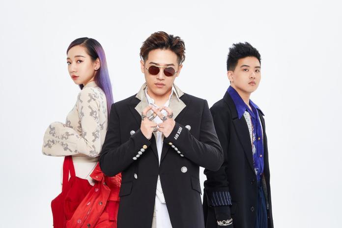 ▲吳卓源(左起)、熊仔、RGRY都很滿意各自的西裝。(圖/龍虎門提供 , 2018.06.21)