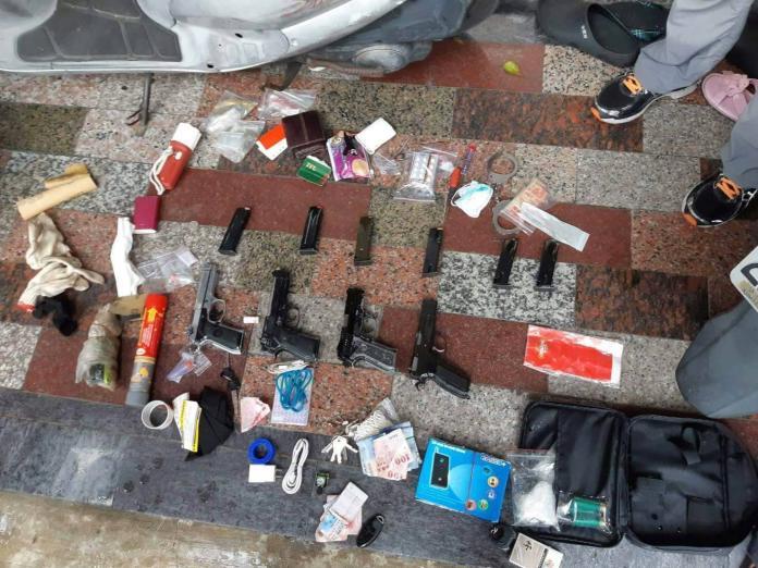 ▲警方查獲大量的槍械及毒品。(圖/高市警局提供 , 2018.06.21)