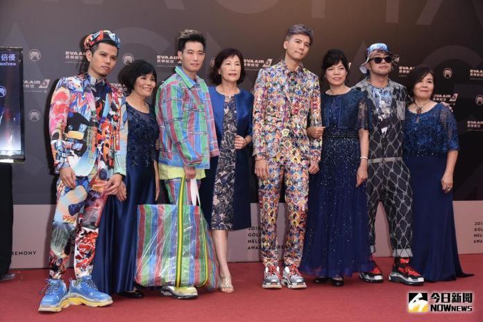 ▲張三李四帶媽媽們一起走紅毯。(圖/NOWnews攝影中心,2018.06.23)