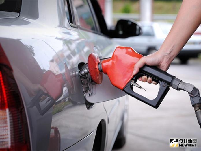 ▲國際油價12月26日大漲,盤中一度挑戰60美元大關,終場收在每桶59.8美元,創下近2年半來的新高價位。(圖/NOWnews 資料照片)