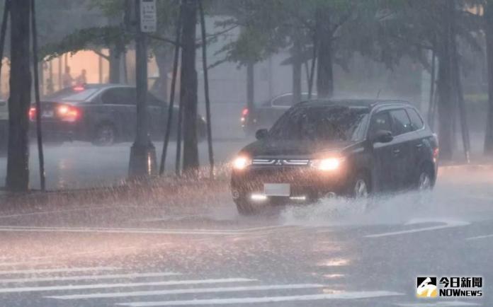 大雨狂下!高雄時雨量包辦前4名 阿蓮區一級淹水警戒