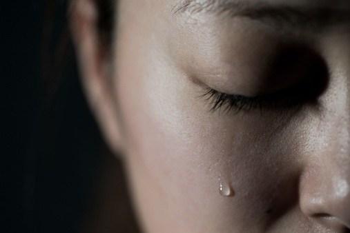 坦承曾遭性侵 交往3年男友秒變臉:怎麼有臉活著