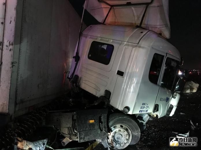 影/驚悚!國道1號彰化路段8車連環撞 4人傷