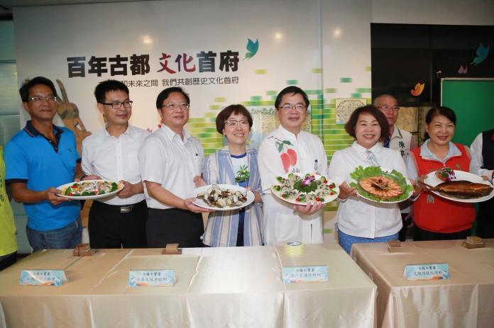 台南新吉祥物「魚頭君」 七股海鮮節亮相