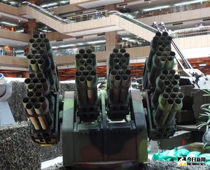 ▲中科院研發的灘岸防禦火箭系統。(圖/記者呂烱昌攝 )