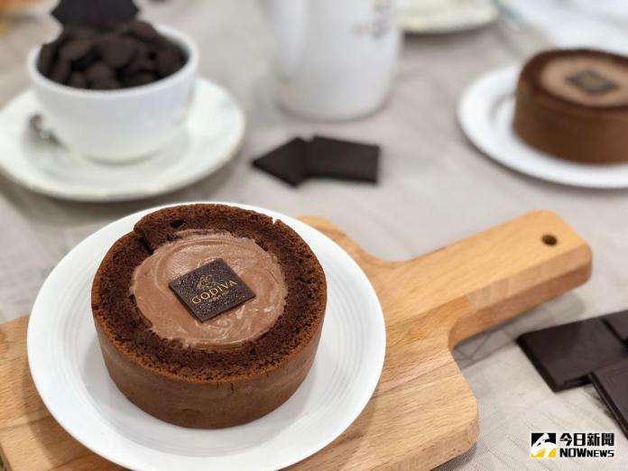 ▲GODIVA 與 7-ELEVEN 合作推出「 GODIVA 黑巧克力慕絲蛋糕」即日起開放預購,全台限量 25 萬份。(圖/記者陳致宇攝 , 2018.07.16)
