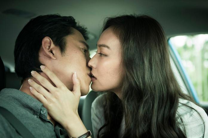 ▲吳慷仁(左)和姚以緹在車上激吻30多次。(圖/牽猴子,2018.07.19)