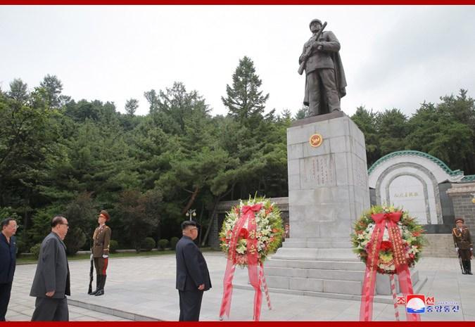 鞏固中朝關係 金正恩向毛澤東兒子墓獻花