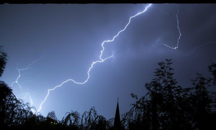 打雷閃電不用怕 最佳拍檔<b>雷公</b>電母