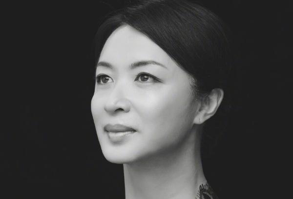一等12年!變性女星「二嫁」前夫 網讚:勇敢做自己