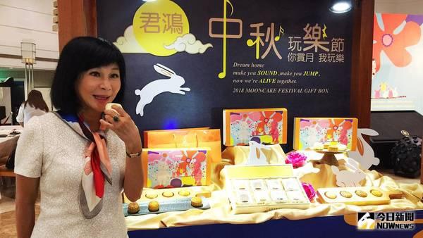 高雄飯店業者與吳淡如攜手做公益 推出月餅結合畫作義賣