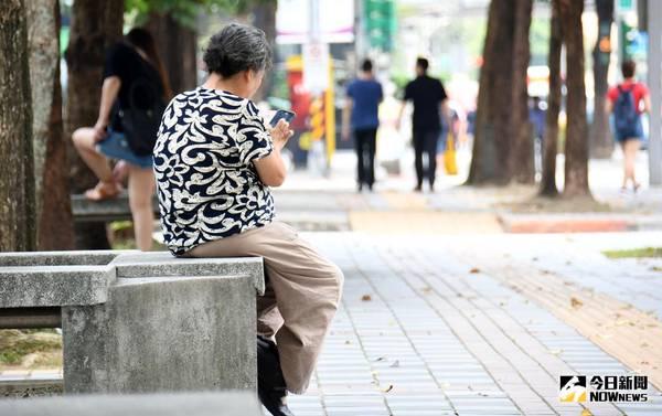 ▲台灣65歲以上人口在今年3月已經超過總人口14%,正式邁入高齡社會,使得銀髮、樂齡商機崛起。(圖/NOWnews資料照)