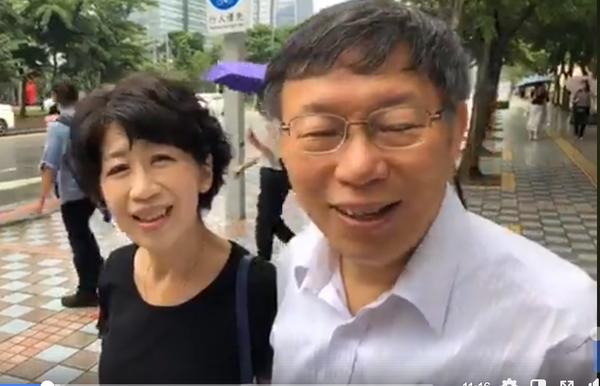 ▲台北市長柯文哲與妻子陳佩琪。(圖/取自柯文哲臉書直播)