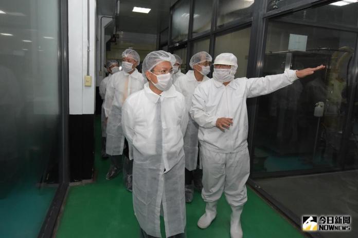 影/彰化優鮮蛋 魏明谷參訪液態蛋生產冷藏殺菌的過程