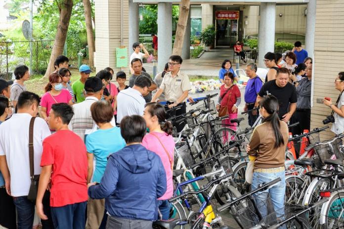 希望小舖義賣腳踏車 民眾熱烈
