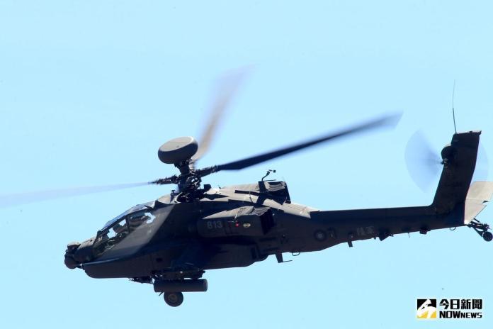▲AH-64E攻擊直升機「全作戰能力」成軍典禮,阿帕契直升機性能展示。(圖/記者林柏年攝 , 2018.7.17)