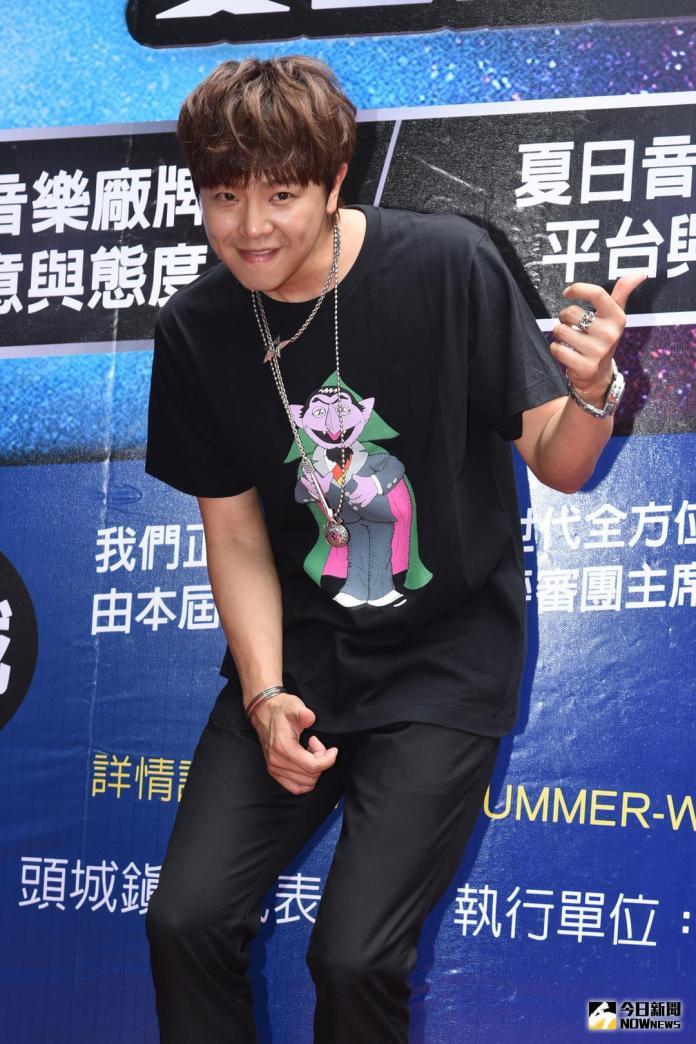 ▲小鬼黃鴻升出席2018音浪競演舞台-夏日超級新人徵選賽記者會。(圖/記者林柏年攝,2018.6.25)