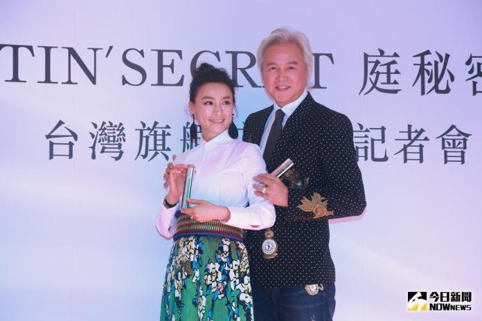 ▲林瑞陽(右)、張庭(左)出席自家美妝、保養品牌開幕記者會。(圖/記者葉政勳攝 , 2017.12.23)