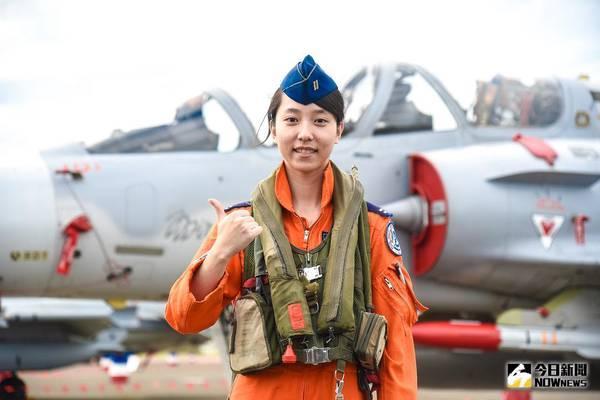 ▲空軍幻象2000戰機首位女飛官蔣青樺中尉。(圖/記者陳明安攝 , 2017.11.21)