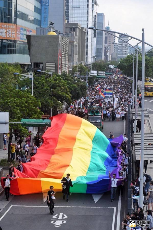 行前風波不斷 朝野政黨今上街參加同志大遊行