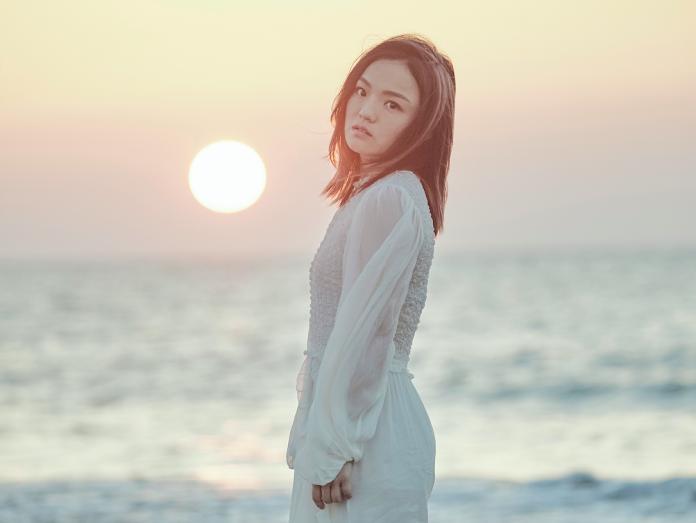 徐佳瑩堅持進沙洲 漲潮水淹膝蓋差點回不去