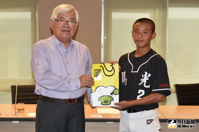 李進勇接見菊島盃冠軍球隊 勉勵選手再接再勵為雲林爭光