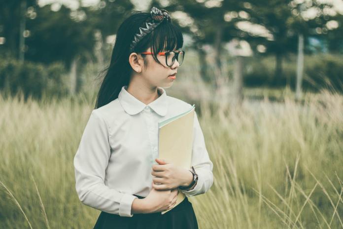 ▲不少女生在穿白上衣或制服時會搭配白色內衣,認為這樣內衣的顏色才比較不明顯。(示意圖/pixabay)