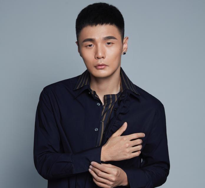 ▲李榮浩推出第三波單曲〈貧窮與富有〉。(圖/華納音樂提供 , 2018.08.28)