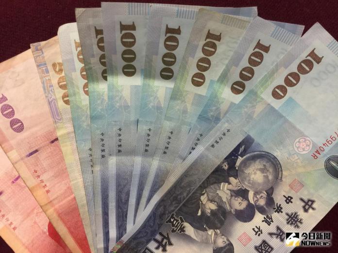 ▲新台幣兌美元8月6日早盤升破30.7元,觸30.626元、升值8分。(圖/NOWnews資料照)
