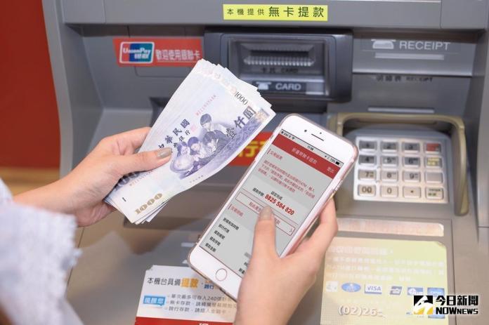 ▲外國傳統銀行手續費偏高,也成為純網銀利用低手續費挑戰對手的武器。(圖/NOWnews資料照)