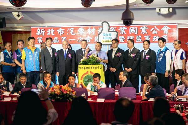 ▲侯友宜強調,台灣被藍綠綁架太久,「我們為社會服務,只服務一個顏色,就是『國家顏色』,國家第一、人民至上,其他都不必講。」(圖/侯友宜辦公室提供)