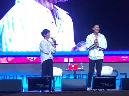 ▲李光洙(右)爆料宋仲基酒後會跳舞。(圖/翻攝IG , 2018.9.1)