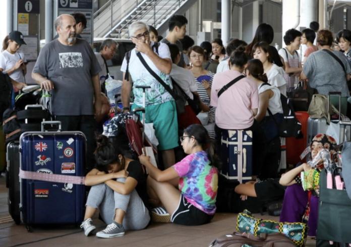 <br> 許多旅客滯留關西國際機場。(圖/翻攝自歐新社)