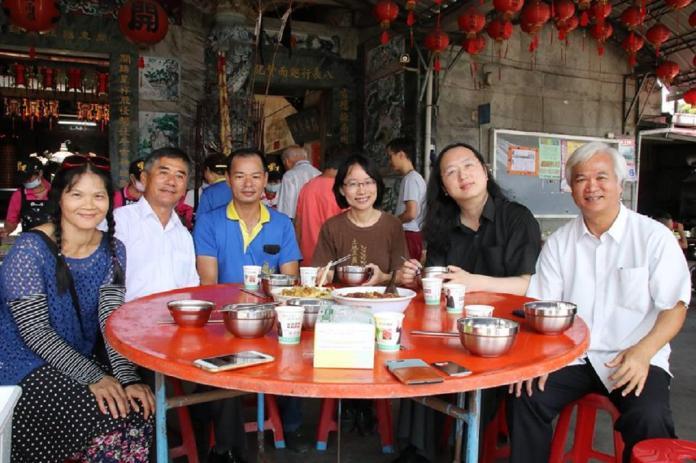 唐鳳與吳音寧彰化共餐 閒話家常未討論市場爭議